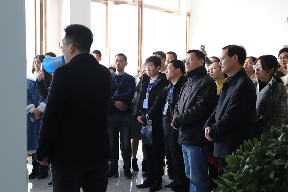 右一:平桥区副区长耿传清 右二:湖北商务厅电子商务处陈是学处长.JPG